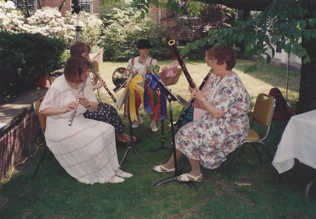 SAIqwins performs.Carol Menchels wedding.1994